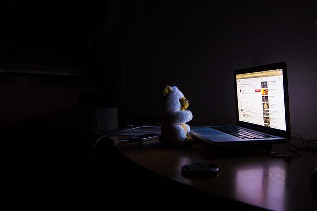 bahaya kecanduan game online memicu insomnia